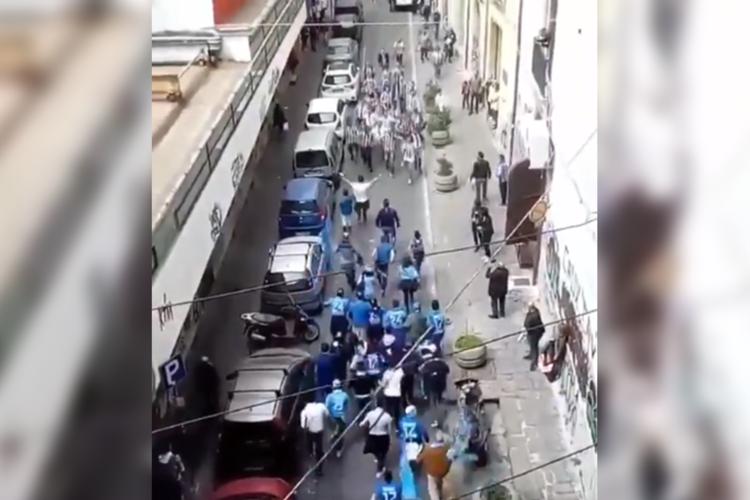 Juventus und Neapel Fans