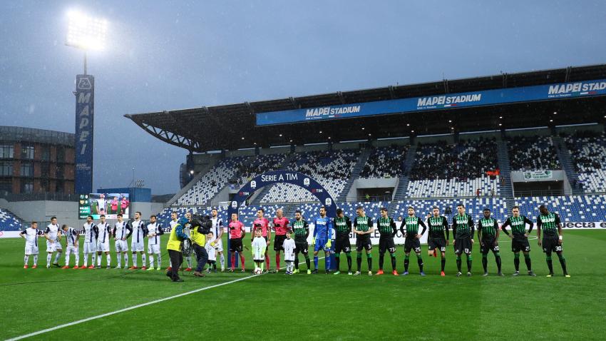 Kurioser Erfolg Fussball Fan Fangt Fisch Mitten Im Stadion